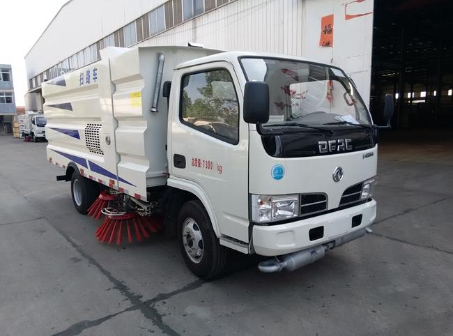 东风小多利卡扫路车(1.5方水箱/4方尘箱)