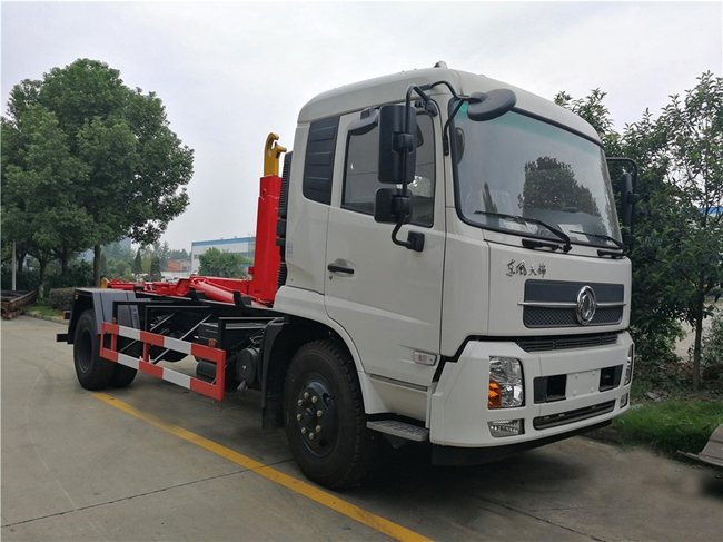 东风天锦钩臂式垃圾车(12方)