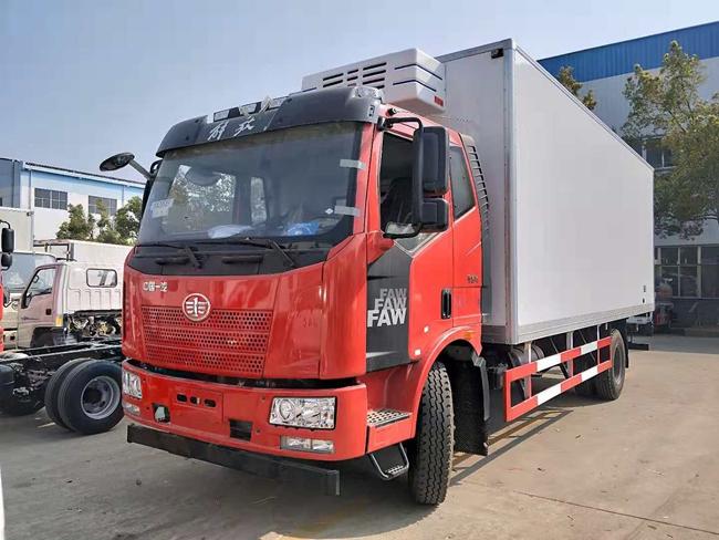 解放J6国六冷藏车(6.8米)