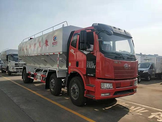 解放J6小三轴散装饲料运输车(30方)
